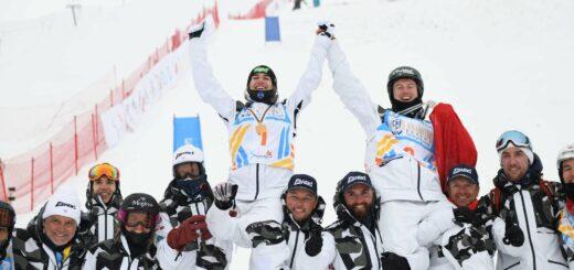 Perrine Laffont lève les bras après une saison de ski parfaite. crédit : @DorineBe13